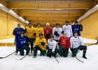 Foto: WRC piloti pirms Zviedrijas rallija spēlē hokeju