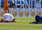 """Video: Ibrahimovičs atriebjas pretiniekam un saņem sarkano """"plāksteri"""""""