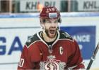 """Video: Dārziņam divas ripas, """"Dinamo"""" apspēlē KHL pastarīti"""