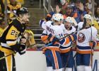 """""""Islanders"""" paņem slotu un <i>aizslauka</i> bez Bļugera spēlējošo """"Penguins"""""""