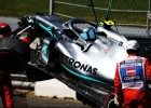 Hamiltons un Leklērs ātrākie Austrijas GP treniņos, Verstapens un Botass avarē