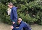 Video: KHL aizsargs ņem hanteles un cilā draudzeni ar suni