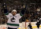 NHL nedēļas zvaigznes - Daniels Sedins, Hillers un Teodors