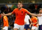 """De Lihts, gaidot pāreju uz """"Juventus"""", netiek iekļauts """"Ajax"""" treniņnometnes sastāvā"""