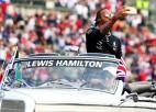 Hamiltons uzvar Meksikā, bet titulu vēl nenodrošina