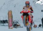 """Video: Markess ar """"MotoGP"""" motociklu <i>izrādās</i> slēpošanas kūrortā"""