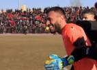 Video: Neprāts futbolā: pēc vārtsarga noraidījuma glābj aizsargs