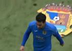 Video: Futbolists dažu minūšu laikā divas reizes tiek noraidīts no laukuma