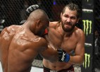 UFC cīņu salā Usmans nosargā čempiona titulu, pieveicot Masvidalu