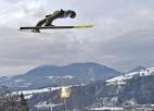 Polis Stohs ar lēcieniem 140m tālumā trešo reizi triumfē Četru kalnu turnejā