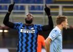 """""""Inter"""" pieveic """"Lazio"""" un kļūst par līderi, """"Atalanta"""" vien beigās pieveic pastarīti"""