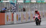 Foto: Doviciozo slapjajā Sepangā gūst pirmo uzvaru kopš 2009. gada