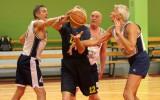 Foto: Basketbolu spēlē veterāni