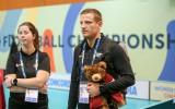 Foto: Latvietēm laba cīņa pret pasaules čempionēm un goda vārti