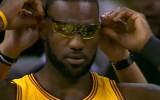 Video: NBA nedēļas jocīgākajos momentos arī Lebrona brilles