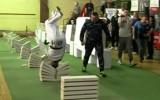 Video: Pasaules rekords: 35 sekundēs ar galvu sasit 111 plāksnes