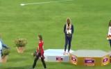 Video: Nepareizas himnas dēļ čempione pamet pjedestālu