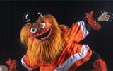 """Video: """"Flyers"""" jaunais talismans izraisa ažiotāžu un krīt debijas mačā"""