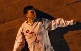"""Video: """"Billboard"""" topos ievērību guvušais mūziķis klipā parādās Porziņģa kreklā"""