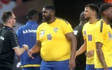 Video: Pasaules čempionātā izceļas handbolists ar lieko svaru