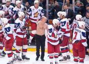 Par kautiņu VHL spēlē diskvalificēti divu komandu treneri (+video)