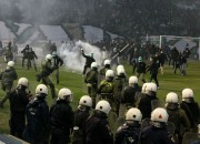 FIFA un UEFA draud ar diskvalifikāciju, Grieķija sola nepiekāpties