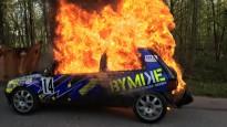 Rallija ekipāžai sadeg automašīna
