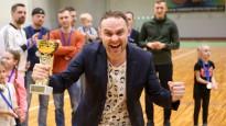Apbalvo Ogres čempionāta telpu futbolā laureātus