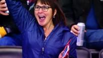 Jauneklis debitē NHL un iemet, ģimene sajūsmā