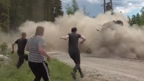 Skarbas avārijas un izpalīdzīgi līdzjutēji Somijas rallijā