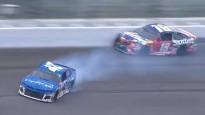 Drāma NASCAR finišā - pilots pirms uzvaras piedzīvo vairākas sadursmes