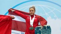 Koha izcīna zeltu un tiek apbalvota pasaules junioru čempionātā