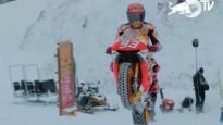 """Markess ar """"MotoGP"""" motociklu <i>izrādās</i> slēpošanas kūrortā"""