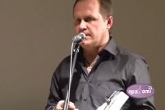 """Video: Ieskats Guntara Rača dzejoļu un dziesmu vārdu krājuma """"Laikam laika nav"""" atvēršanā"""
