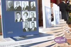 """Video: Izdota grāmata """"Brīvās Latvijas prezidenti"""", satiekas pieci Latvijas valsts prezidenti"""