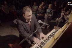 Video: Pianisti iesaistās sīvā kautiņā