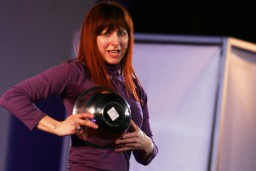 """Zināms uzvarētājs par ielūgumiem uz Izrāžu apvienības PANNA stand-up komēdiju """"Tāda es esmu"""""""