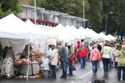 """Izsludina pieteikšanos amatnieku darinājumu un sabiedriskās ēdināšanas tirdzniecības vietām """"Rīgas svētku 2017"""" pasākumos 11. novembra krastmalā"""
