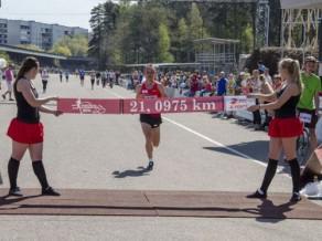Biķernieku pusmaratonā uzvar Žolnerovičs un Ābele