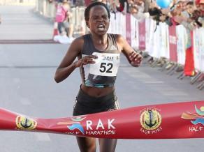 Kenijas skrējēja Jepčirčira labo pasaules rekordu pusmaratonā