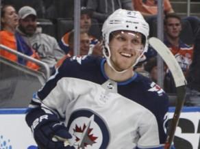 Toronto izglābjas pret Čikāgu un izcīna trešo uzvaru, Ēlersam 3+1 Edmontonā