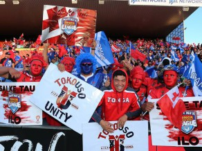 Samoa sarīko pakaļdzīšanos, taču piekāpjas Tongai