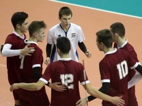 Latvijas jaunie volejbolisti piekāpjas mājiniekiem