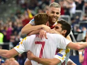 Kazahstāna divreiz izglābjas, tomēr pendelēs finālā tiek titulētā Spānija