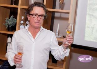 Video: Pierre Ferrand degustācijas pasākumā Rīgā prezentē rumu ar ananasiem