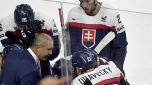 Karš slovāku hokejā: treneris un menedžeris kritizē prezidentu un briesmīgos apstākļus