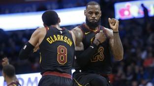 """Lebronam 37+8+8, """"Rockets"""" gūst devīto uzvaru pēc kārtas"""