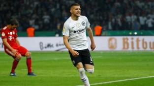 """""""Eintracht"""" dramatiski sakauj """"Bayern"""" un iegūst Vācijas kausu"""