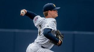 """Latviešu izcelsmes beisbolists Keizers pievienojas slavenajai """"Yankees"""""""