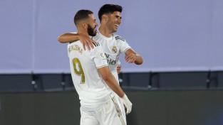 """Madrides """"Real"""" nokļūst divu uzvaru attālumā no titula"""
